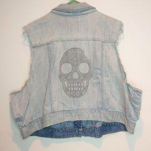Torrid Cropped Denim Skull Studded Jean Vest Sze 4